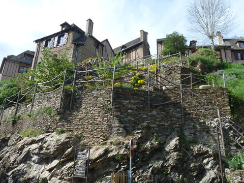 コンク崖の上の家