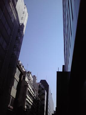20100604銀座三丁目の青空