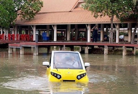 人の命を守る・災害に強いEV車? 「水に浮くクルマ」00