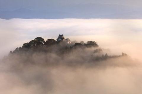 岡山  備中松山城   雲間に浮かぶ幻想「天空の山城」