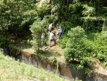 180718 山野草のエキ 作業 危険な階段整備  (1)