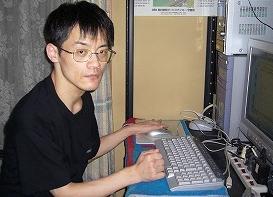 パソコンに向かって
