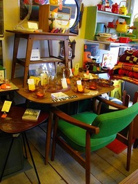 Dテーブル(ウォールナット)・Dチェア(タープグリーン)・サイドテーブル(ウォールナット)
