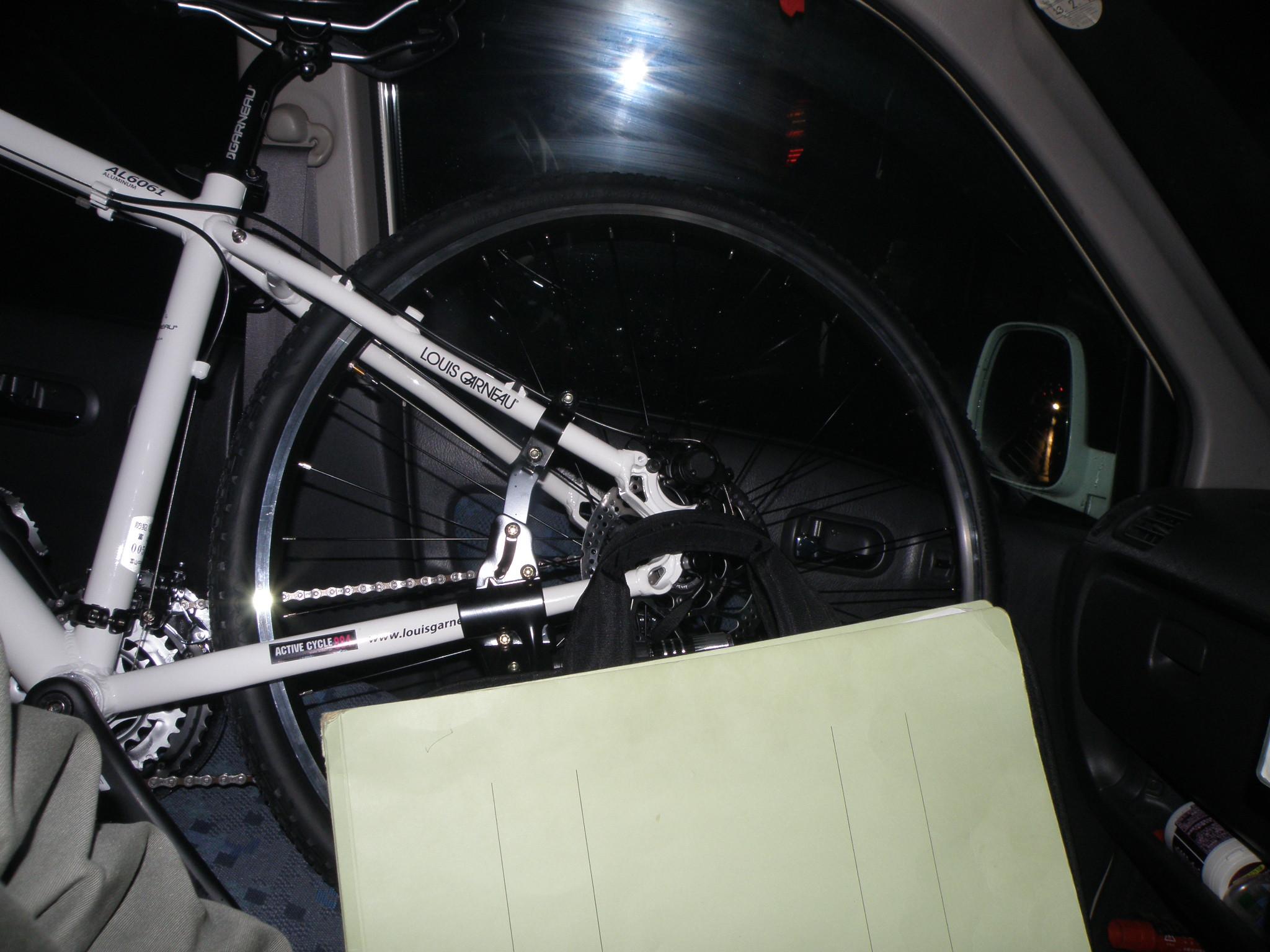 自転車の 富山 レール 自転車 : に乗った(はみだした)自転車 ...