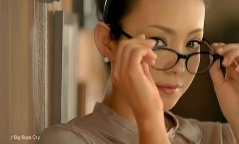KOSE コーセー エスプリーク CM 安室奈美恵 安室 メガネの安室ちゃん。 昼下がりの安室女