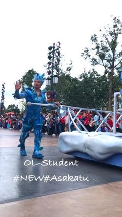 上海ディズニーランド 昼パレード FROZEN 手で動かす