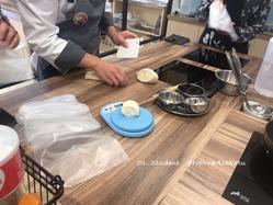 台湾料理研究所 小籠包  皮作り3