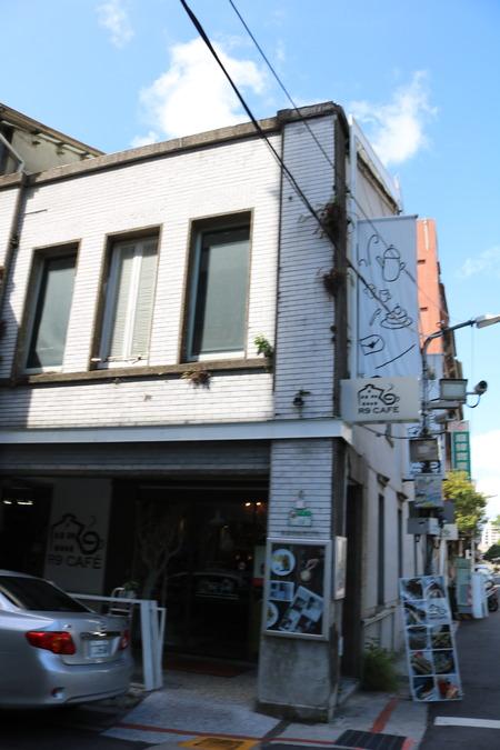 R9 Cafe 外観1