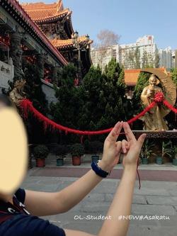 香港 嗇色園黄大仙祠 お祈り 赤い糸 2