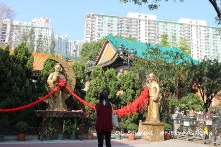 香港 嗇色園黄大仙祠 お祈り
