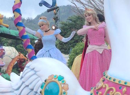 香港ディズニー おかしなパレード オーロラ&シンデレラ