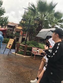 上海ディズニーランド 歩きタバコ
