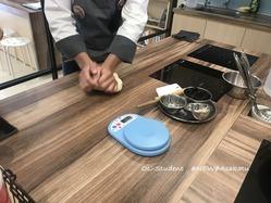 台湾料理研究所 小籠包  皮作り2