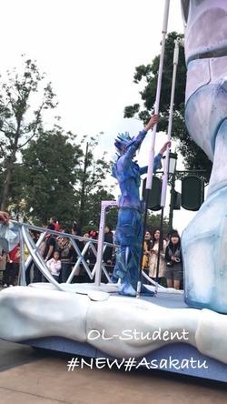 上海ディズニーランド 昼パレード FROZEN 手で上げ下げ
