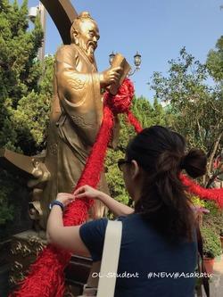 香港 嗇色園黄大仙祠 お祈り 赤い糸 3