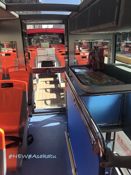 台北オープントップバス 車内