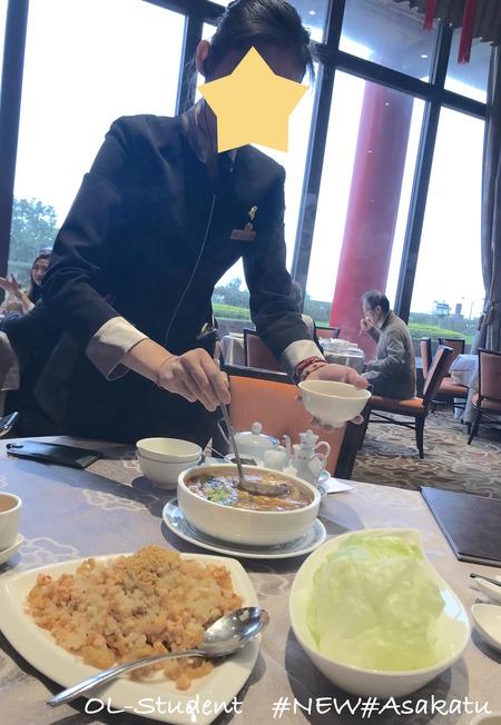 圓山大飯店の圓苑 スープのサーブ