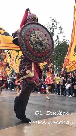 上海ディズニーランド 昼パレード ムーラン盾