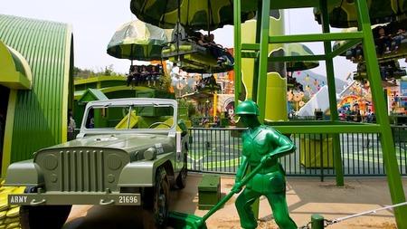 hkdl-att-toy-story-parachute-jump-hero-00