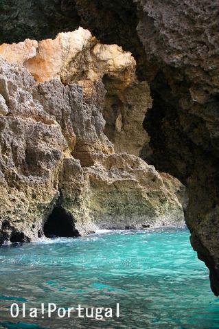 ポルトガルの透き通る様な青い海が美しい