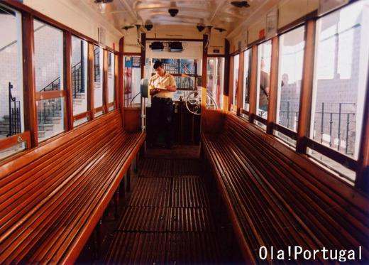 1884年に運行開始のリスボン市民の足ケーブルカー