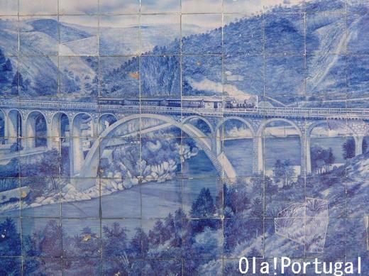 アヴェイロ駅のアズレージョ(蒸気機関車)