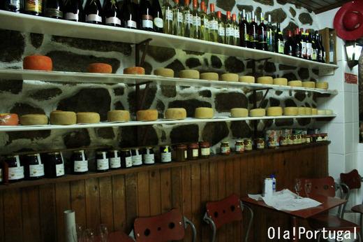 ポルトガルの一杯酒屋兼チーズ屋