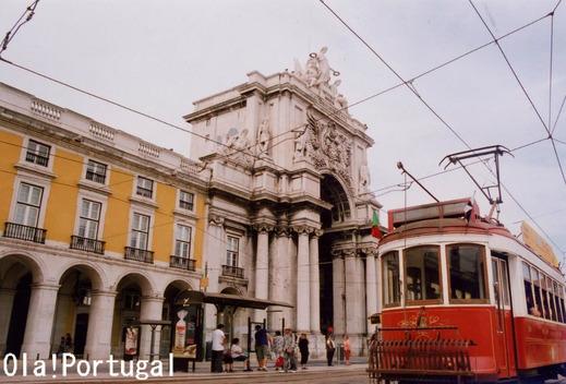 リスボン・コメルシオ広場前のリスボン路面電車