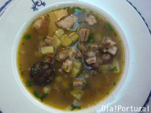 ポルトガル料理:Sopa da Pedra ソッパ・ダ・ぺドラ(石のスープ)