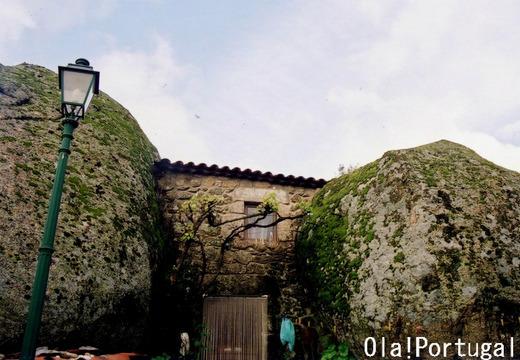 スリル満点!岩の家:ポルトガル(モンサント)