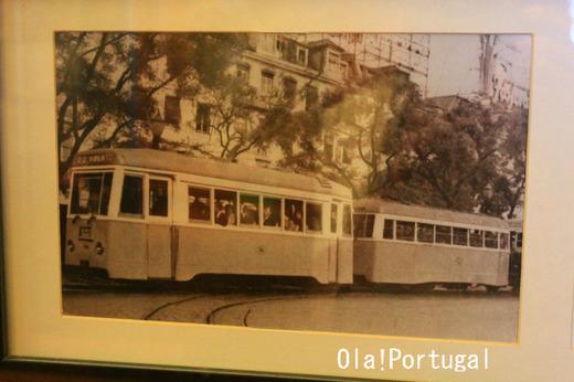 リスボンの古い路面電車の写真