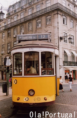 リスボンの路面電車(フィゲイラ広場前)