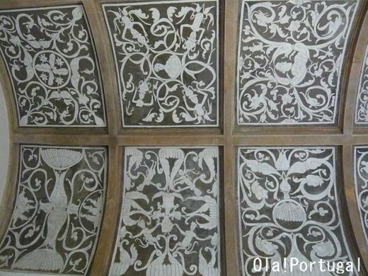 お城に隣接の礼拝堂の天井