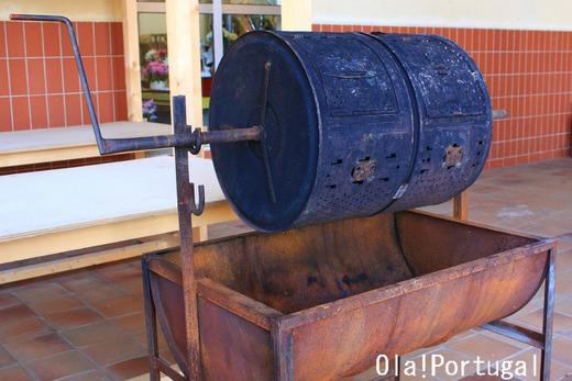 ポルトガルのお祭り屋台:焼き栗機