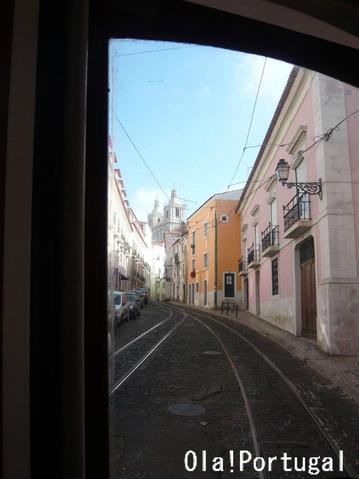 リスボン市電28番線の車窓から:サン・ヴィセンテ・デ・フォーラ教会