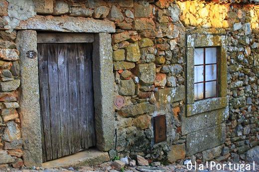 ポルトガル北部、石造りの家