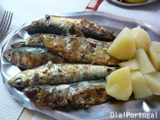 ポルトガル料理:サルディーニャス・アサーダス(イワシの塩焼き)