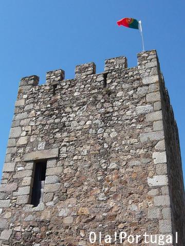 ポルトガルの古城:カステロ・デ・アルモウロル