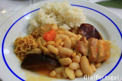 ポルトガル料理:トリパス・ア・モーダ・ド・ポルト(もつ煮込み)