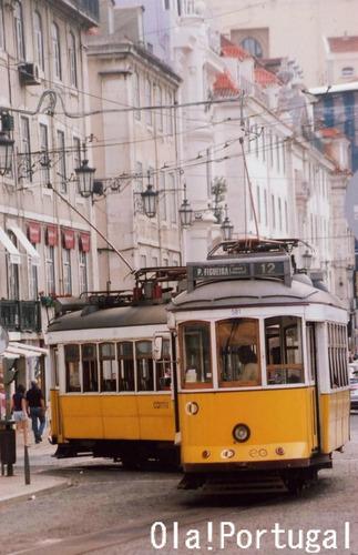 2両編成?のリスボン市電