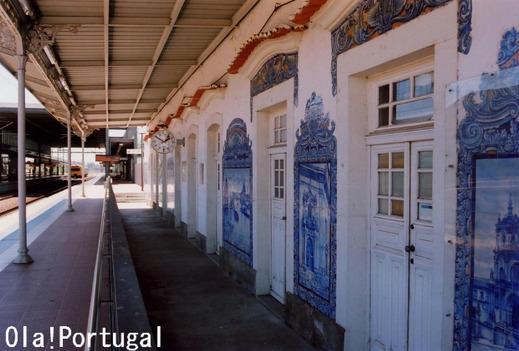 ポルトガル国鉄CPの旧駅舎のアズレージョ