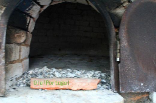 ポルトガルの田舎で見かけた村の共同パン焼き窯