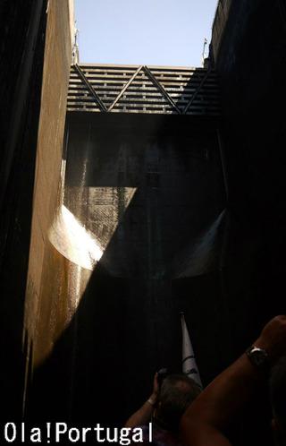 ドウロ川クルーズ:ダム超え(カラパテロ・ダム)