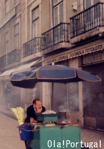ポルトガルの冬の風物詩:焼き栗屋台