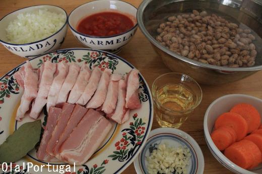 ポルトガル料理レシピ:フェイジョアーダ(豆と肉の煮込み)