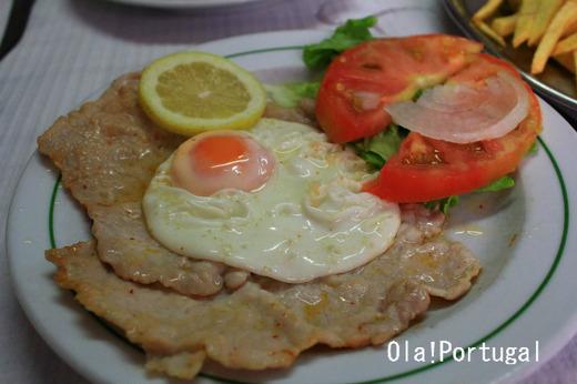 ポルトガル料理:Bitoque ビトッケ(薄切りステーキの目玉焼きのせ)