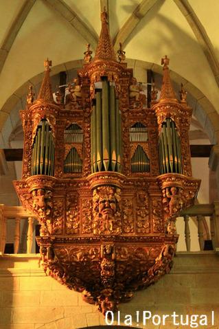 ポルトガルの教会にあるパイプオルガン