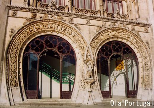 世界の美しい駅14選:リスボン・ロシオ駅(ポルトガル)