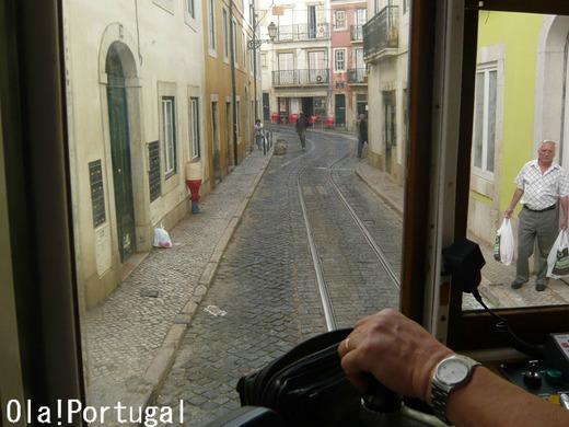 リスボン市電28番線の車窓から:アルファマ