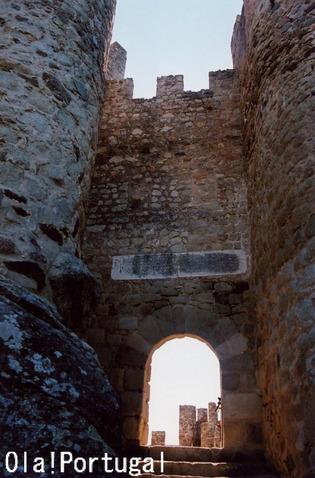 テンプル騎士団の城(ポルトガル:アルモウロル)